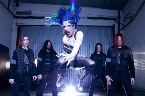 Вокалістка Arch Enemy продовжила тур зі зламаними ребрами