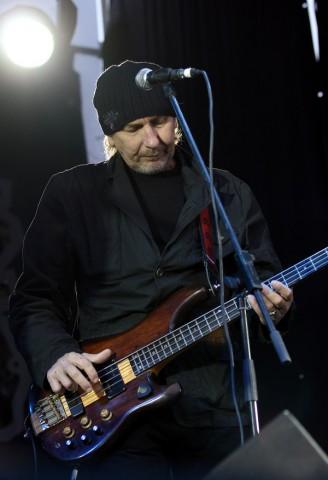 Музиканти готують благодійні концерти на підтримку басиста Кому Вниз