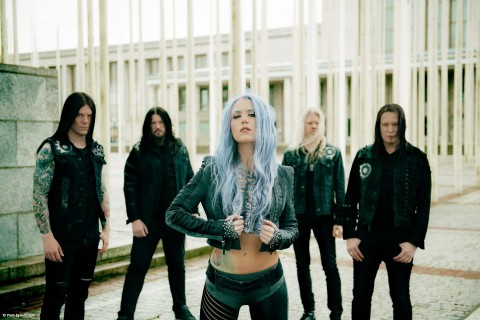 "Arch Enemy выпустили кавер на хардкорово-панковский трек ""The Leader (Of The Fuckin' Assholes)"""
