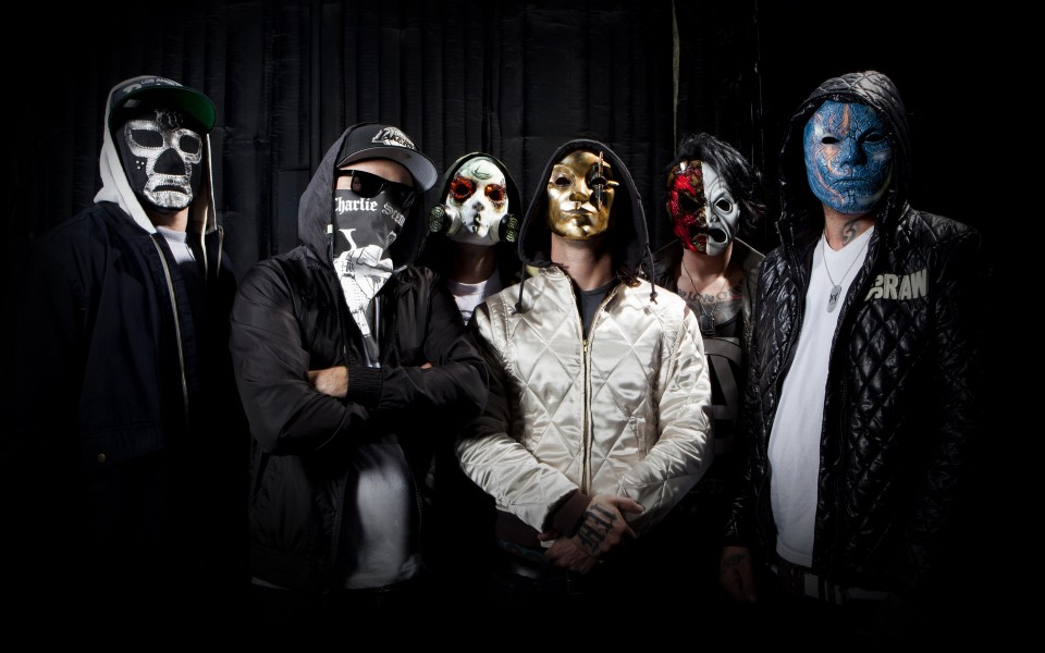 Photo is taken from product.yesky.com — Visitors of Hollywood Undead show were searched by police