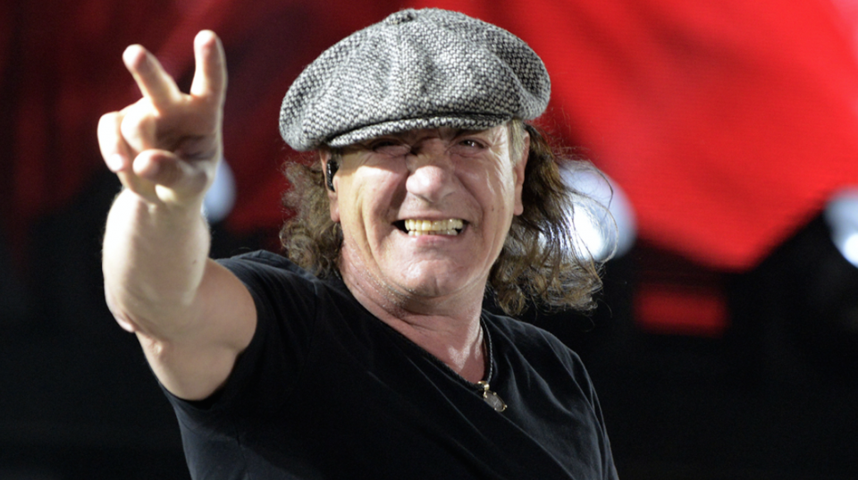 Photo is taken from medialtern.blogspot.com — AC/DC singer is forced to stop touring because of hearing loss risk
