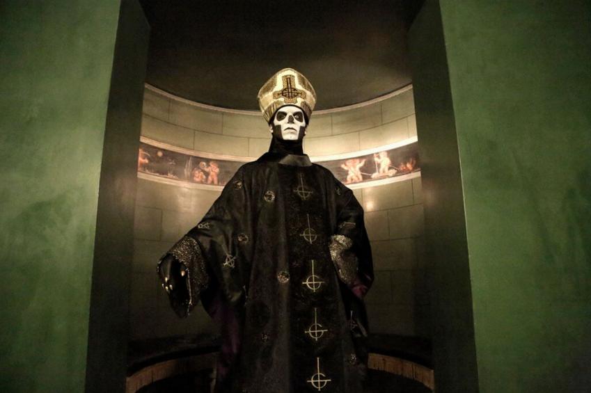 Тобіас Форге ака Papa Emeritus — Колишні учасники Ghost подали в суд на лідера гурту
