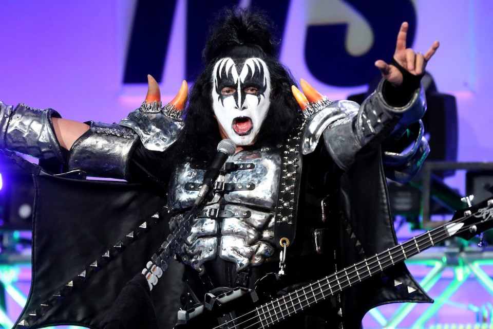"""Kiss' frontman tries to patent """"devil's horns"""""""