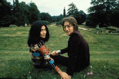 "Ballad for other people's love. Review of Lennon and Ono's film ""Imagine"""